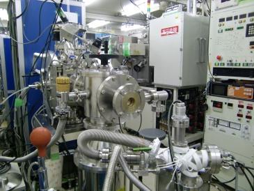 薄膜作製のための実験室風景